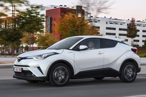 Toyota C-HR hybride complet.