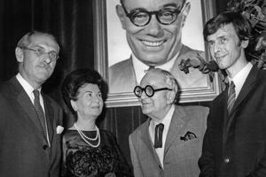 Jean Anouilh reçoit sa première distinction le 5 juin 1970: le prix mondial Cino Del Duca.