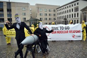 À Berlin, le 13 septembre dernier, des militants de la campagne ICAN (BRITTA PEDERSEN / AFP)