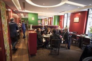Le restaurant japonais Hanawa, rue Bayard (VIIIe), QG d'Anne Goscinny.