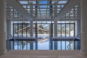 La piscine intérieure et extérieure (R.Waite)