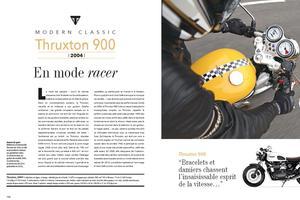 Triumph Thruxton 900. « <i>Guidons «bracelets» et damiers chassent l'insaisissable esprit de vitesse</i>», dit le texte.