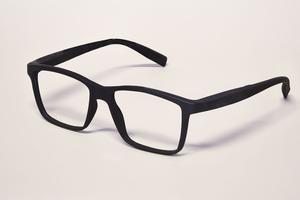 Ces lunettes sont aussi proposées en rouge, bleu ou violet.