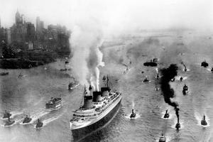 L'arrivée triomphale du «Normandie» dans le port de New York le 3 juin 1935.