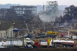 Vue prise le 22 septembre 2001 de l'usine chimique AZF, après la catastrophe.