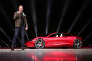 Elon Musk présente son nouveau Roadster