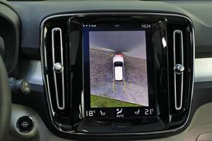 Pratique pour se garer au millimètre, la caméra à 360° facturée 990 €.