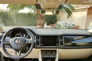 Sobre, bien construit, le tableau de bord inspire confiance. On retrouve l'ergonomie typique des véhicules Volkswagen, dont Skoda est une filiale depuis 1991.