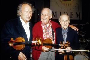 Les violonistes Ivry Gitlis, Stéphane Grappelli et Yehudi Menuhin en janvier 1991.
