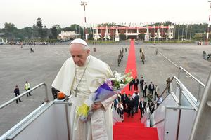 Papa Francis lascia il Bangladesh dopo una visita di tre giorni il 2 dicembre 2017.