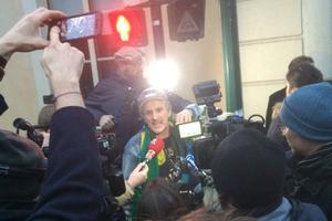 José, le fan inconditionnel de Johnny, répond aux questions de la presse.
