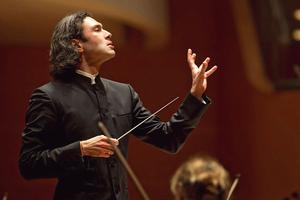 Àla tête du London Philharmonic Orchestra, VladimirJurowski, gravitl'exaltant «OratoriodeNoël».