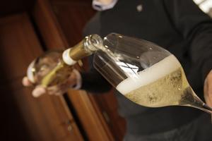 La forme la plus adaptée à la dégustation est proche de celle des verres à vin de Bourgogne.