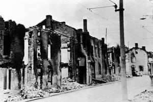 Ruines d'Oradour-sur-Glane, après le massacre des villageois par les nazis le 10 juin 1944.