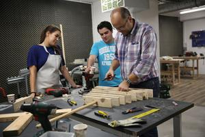 Un atelier en libre service en centre ville pour for Garage libre service pour particulier