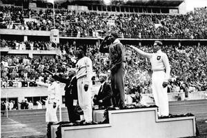 Jesse Owens en 1936 à Berlin.