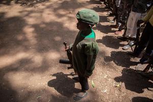 Un enfant soldat relâché au Soudan du Sud.