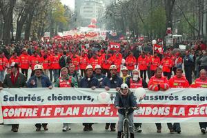 Le 28 novembre, une deuxième grande manifestation conjointe CGT-FO rassemble des dizaines de milliers de personnes.