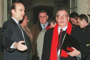 Fin des hostilités:Alain Juppé et Marc Blondel (FO) lors du sommet social de Matignon, le 21 décembre 1995.