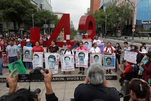 Les familles des étudiants se sont réunies pour une marche en février.