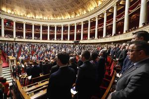 Une minute de silence et hommage a été observée à l'Assemblée nationale et au Sénat.