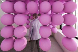 L'installation ultrapop <br/>encaoutchouc rose de Cyril Lancelin chez MR 80.