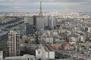 La vue sur Paris depuis le ballon Generali dans le parc André Citroën (XVe).