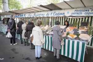 Poissonnerie Les Moissons de l'océan, sur le marché de Grenelle