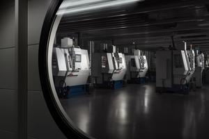 Chez Hublot, la devise «l'Art de la fusion» implique la conjonction du savoir-faire des horlogers et de la performance des robots, notamment pour la fabrication des composants