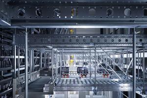 Chez Tissot, au Locle, 20000 montres environ sortent chaque jour du gigantesque centre logistique automatisé, afin d'être acheminées aux quatre coins du monde.