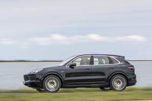 Par rapport à son prédécesseur, le nouveau Cayenne hybride voit sa puissance progresser de 46 chevaux.