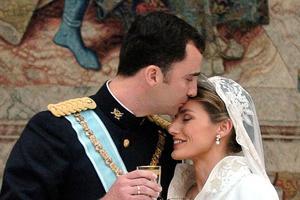 Felipe VI et Letizia Ortiz lors de leur mariage en 2004.