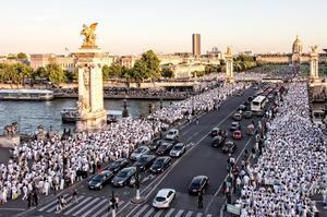 Dîner en blanc sur les ponts de Paris (2014).
