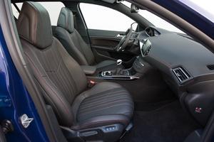 Les sièges avant sont confortables et offrent un excellent maintien latéral.