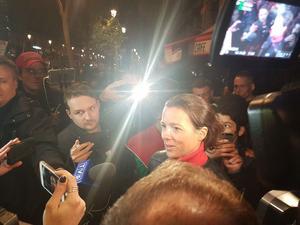 Tout accès à la gare était interdit par les forces de l'ordre, même à cette mère de famille venue chercher ses enfants, qui témoigne devant la presse.