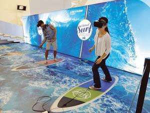 Virtual Surf, une attraction de la Cité de l'Océan où l'on surfe des vagues célèbres modélisées.
