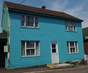 Quelle que soit la météo, les couleurs des maisons donnent le sourire.