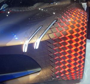 Les roues sont recouvertes de losanges qui se déploient ou se rentrent selon la position du volant.