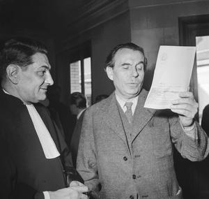 Louis-Ferdinand Céline chez le juge d'instruction le 12 octobre 1951 après son amnistie (suite à sa condamnation à l'indignité nationale et à la confiscation de ses biens) pour déposer une plainte contre Ernst Junger, celui-ci ayant prêté à Céline des propos antisémites dans ses mémoires.