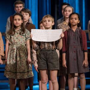 Le chœur de la prestigieuse Maîtrise des Hauts-de-Seine lors du tournage du clip «Les choristes», en décembre à Paris.