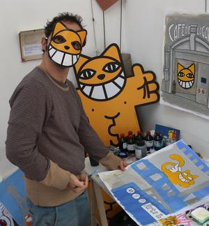 M. Chat, alias Thoma Vuille, dans son atelier.