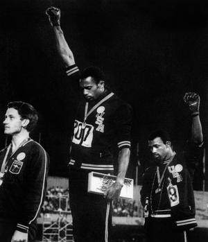 Tommie Smith et John Carlos lors des Jeux olympiques de Mexico.