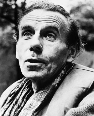 Louis-Ferdinand Céline est le pseudonyme de Louis Destouches, médecin, romancier et essayiste.