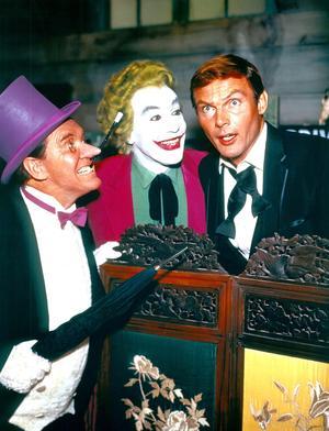 Adam West dans le film de 1966 «Batman», aux côtés de Burgess Meredith (Le Pingouin) et du Joker joué par Cesar Romero.
