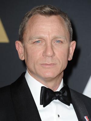 Le nœud papillon reste l'accessoire privilégié du smocking. Représentant du chic britanique, James Bond ne l'a jamais quitté.