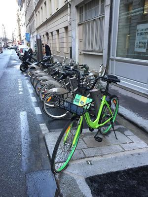 Un Gobee Bike nargue les Vélib'...