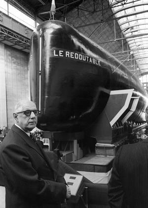 Le général de Gaulle à l'arsenal de Cherbourg le 29 mars 1967, lors du lancement du «Redoutable».