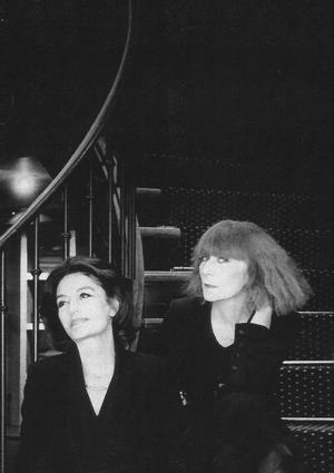 Anouk Aimée (à gauche) et Sonia Rykiel posent pour <i>Le Figaro Madame</i> en 1995.