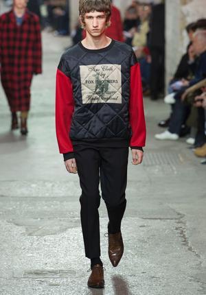 Les étiquettes des fournisseurs de Dries Van Noten signent les modèles du designer belge.