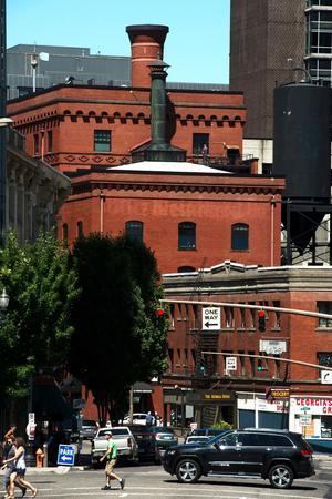 A Portland, les anciens entrepôts en brique sont reconvertis en micro-brasseries ou en tables semi-gastronomiques.